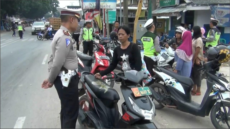 Mengaku Istri Polisi, Wanita Ini Menolak Ditilang - Kabar ...